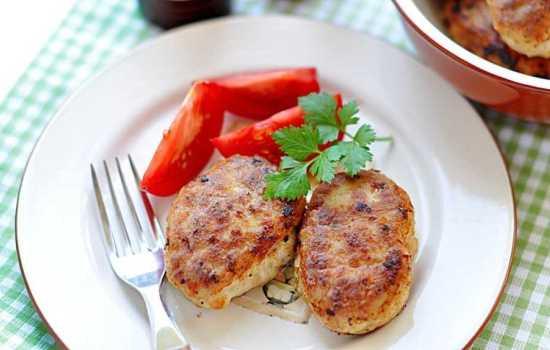 Котлеты из свинины и курицы готовить можно на плите и в сковородке! Рецепты сочных и румяных котлет из свинины и курицы