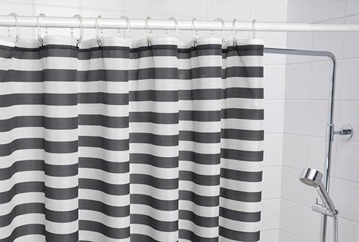 Из каких материалов можно выбирать шторы в ванную комнату