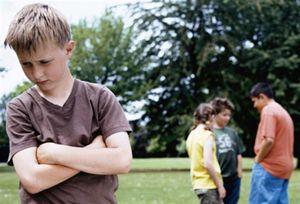 В детском саду дразнят ребенка, что делать?