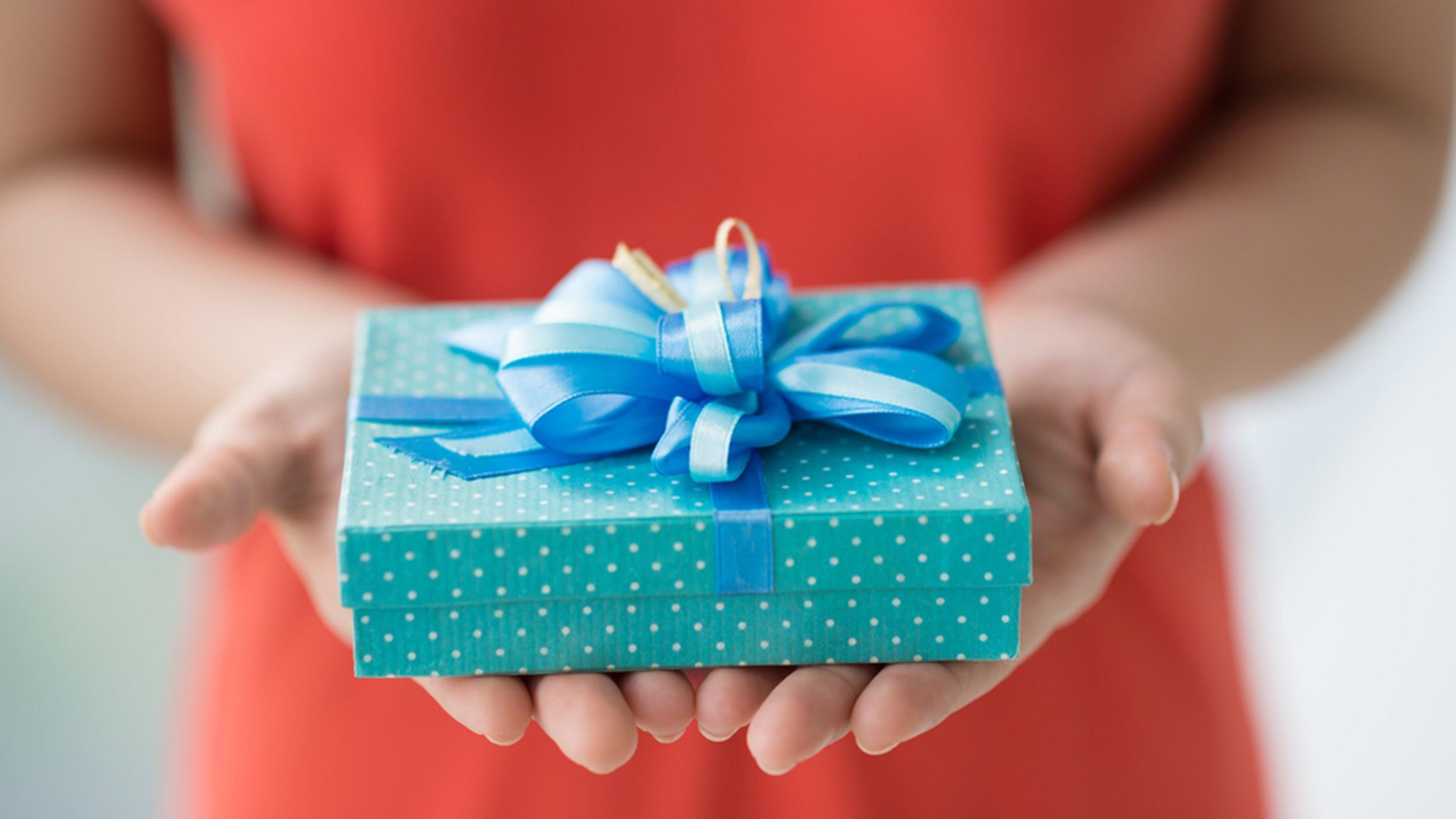 Что можно подарить сестре на день рождения?