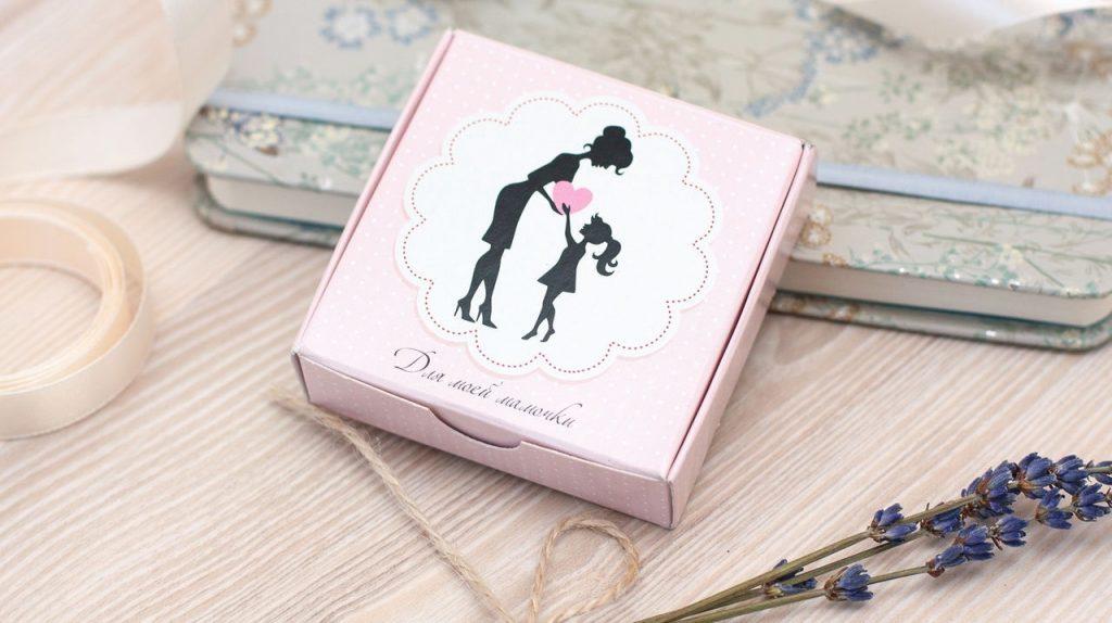 Что подарить в День Матери своей любимой маме?